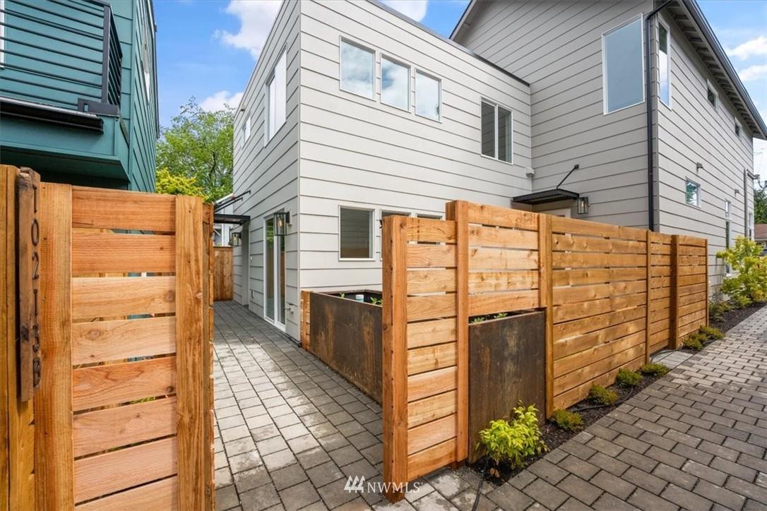 Sold Property | 10213 40th Avenue SW #B Seattle, WA 98146 4