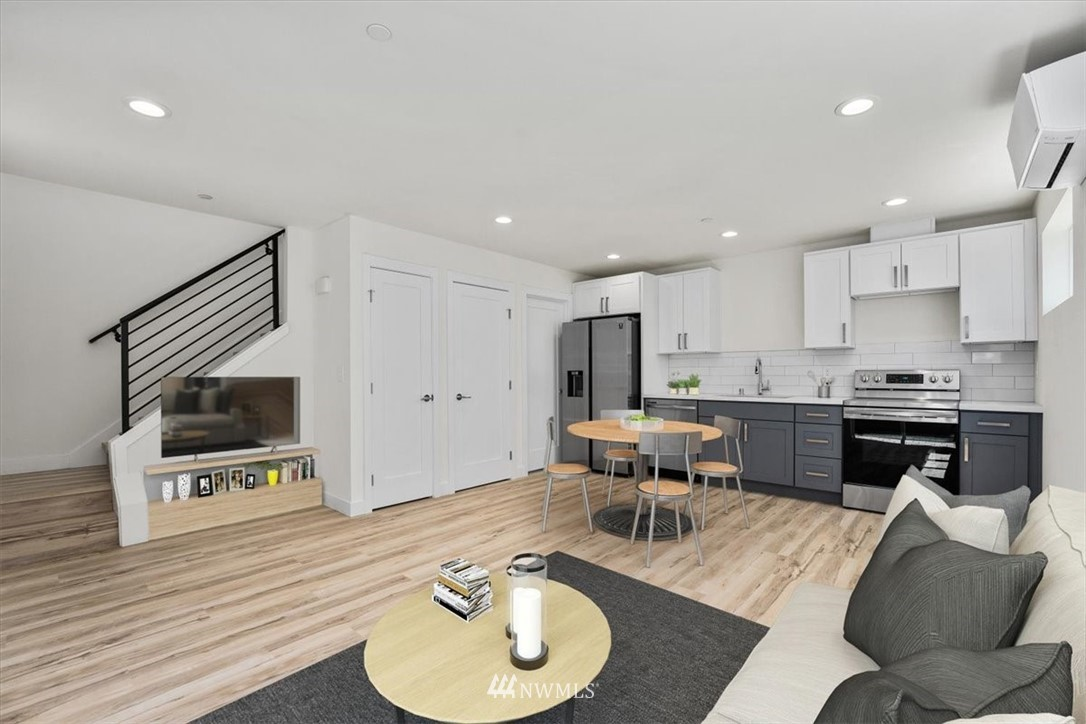 Sold Property | 10213 40th Avenue SW #B Seattle, WA 98146 7