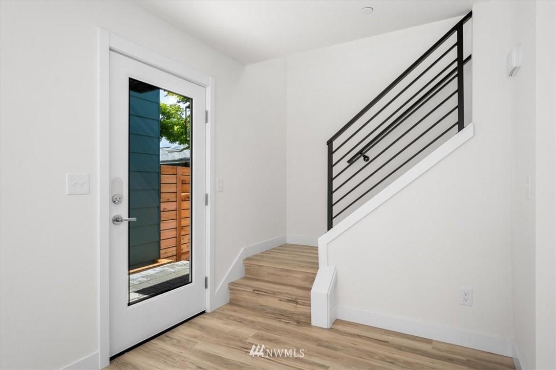 Sold Property | 10213 40th Avenue SW #B Seattle, WA 98146 9