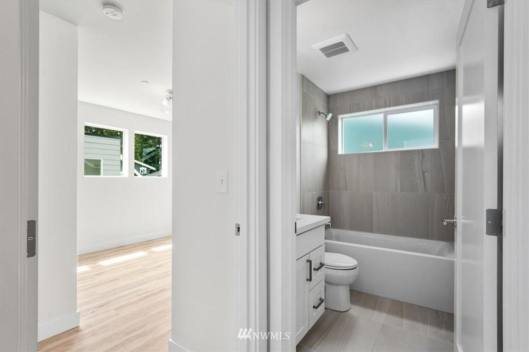 Sold Property | 10213 40th Avenue SW #B Seattle, WA 98146 12