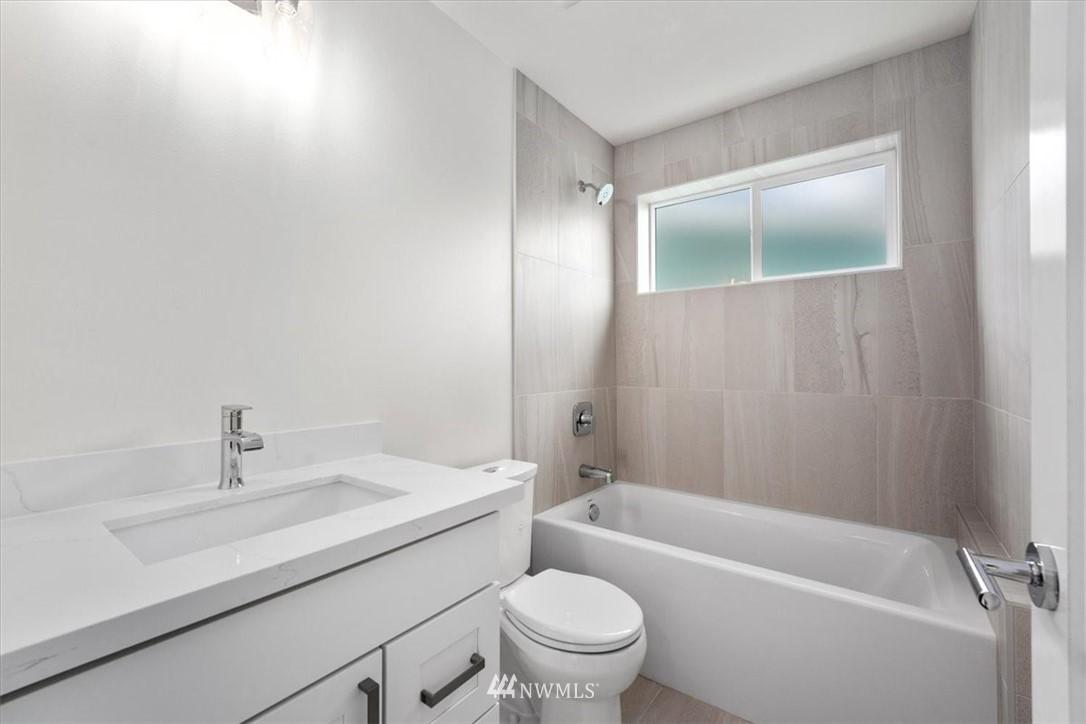Sold Property | 10213 40th Avenue SW #B Seattle, WA 98146 13