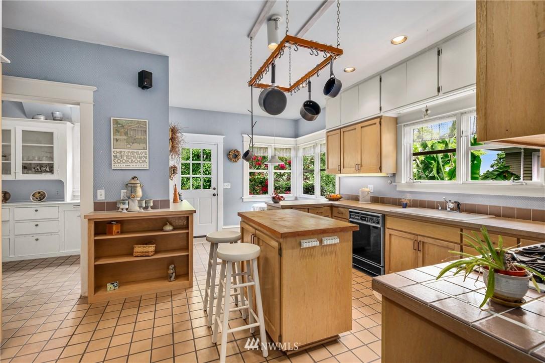 Sold Property   751 31st Avenue Seattle, WA 98122 12