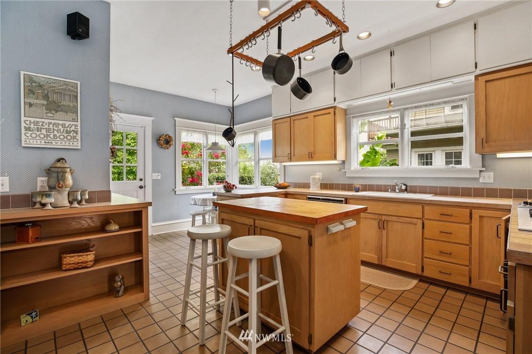 Sold Property   751 31st Avenue Seattle, WA 98122 13