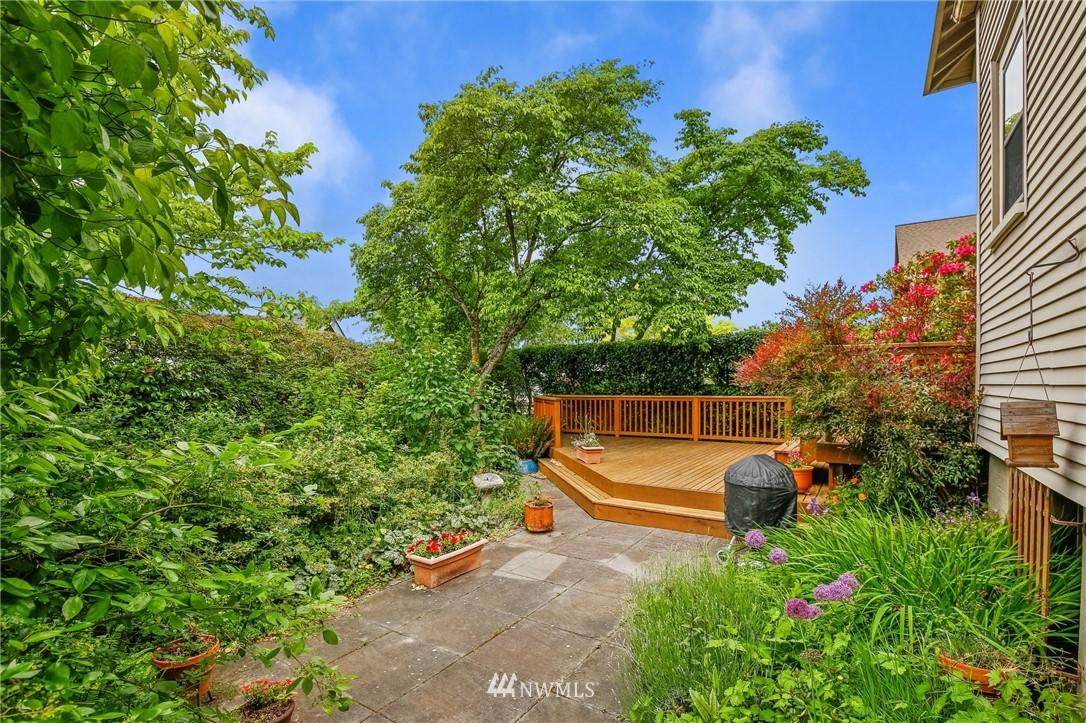 Sold Property   751 31st Avenue Seattle, WA 98122 16