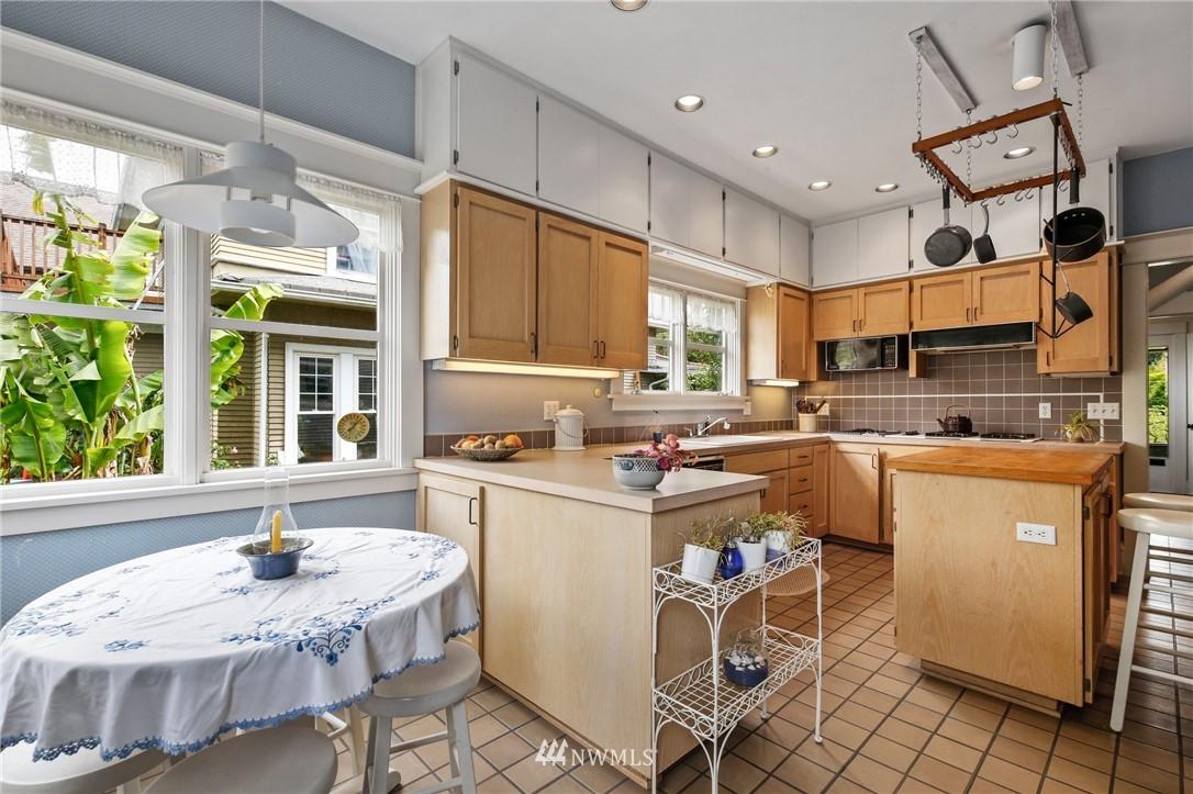 Sold Property   751 31st Avenue Seattle, WA 98122 18