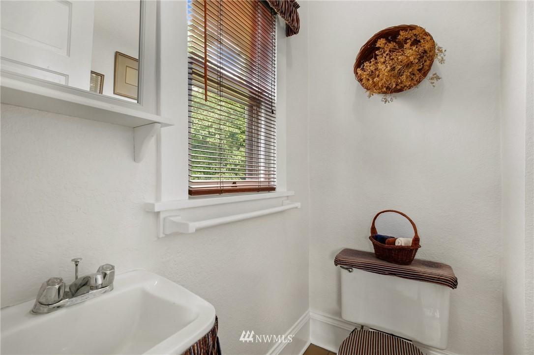 Sold Property   751 31st Avenue Seattle, WA 98122 23