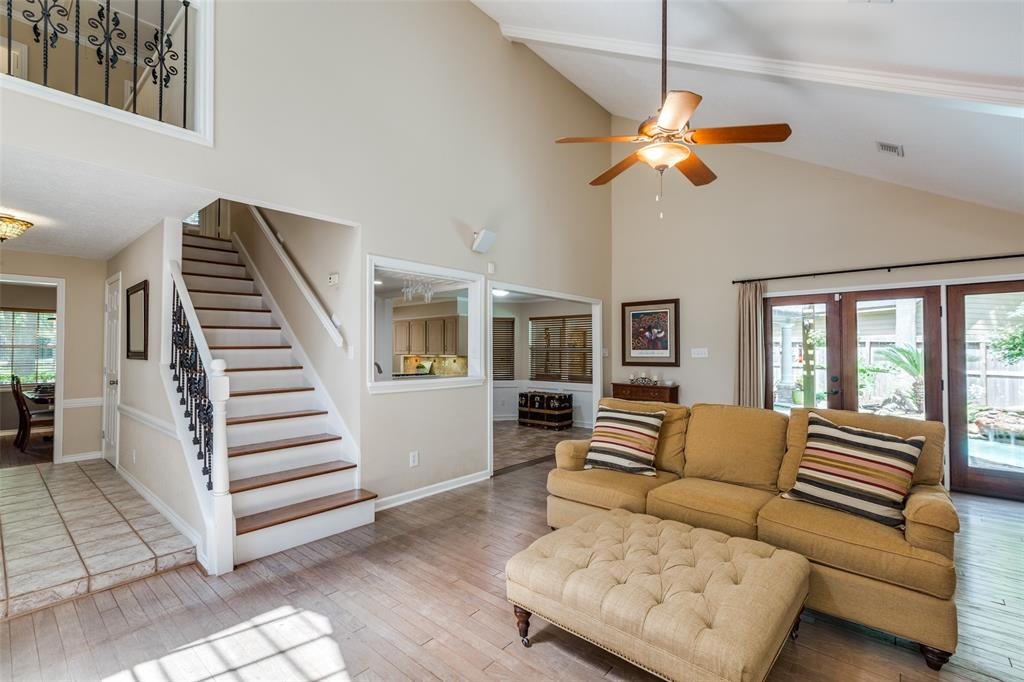 Off Market   7 Tangle Brush Drive The Woodlands, Texas 77381 11