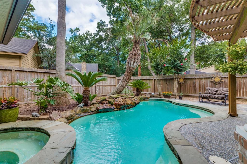 Off Market   7 Tangle Brush Drive The Woodlands, Texas 77381 31
