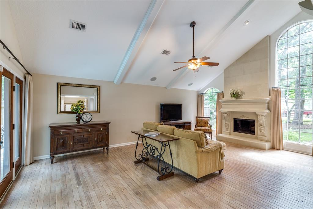 Off Market   7 Tangle Brush Drive The Woodlands, Texas 77381 10