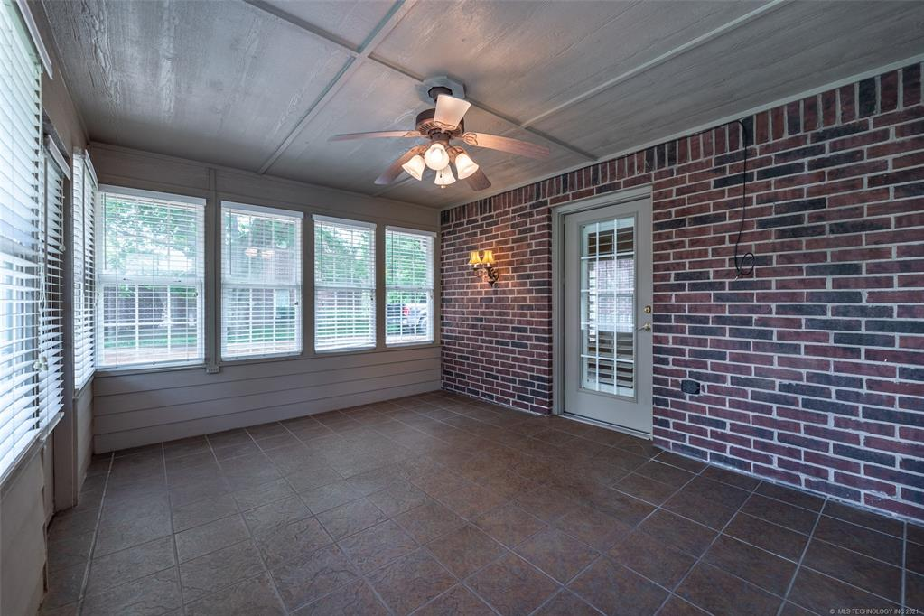 Off Market   1804 Forest Park Drive Claremore, Oklahoma 74017 38