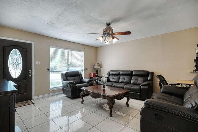 ActiveUnderContract   1406 Glenmeadows Drive Round Rock, TX 78681 1