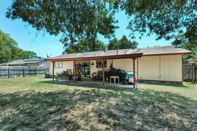 ActiveUnderContract   1406 Glenmeadows Drive Round Rock, TX 78681 4