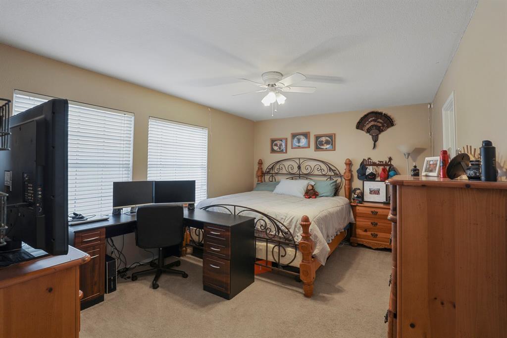 Pending   16160 Cowboy Trail Fort Worth, Texas 76247 19