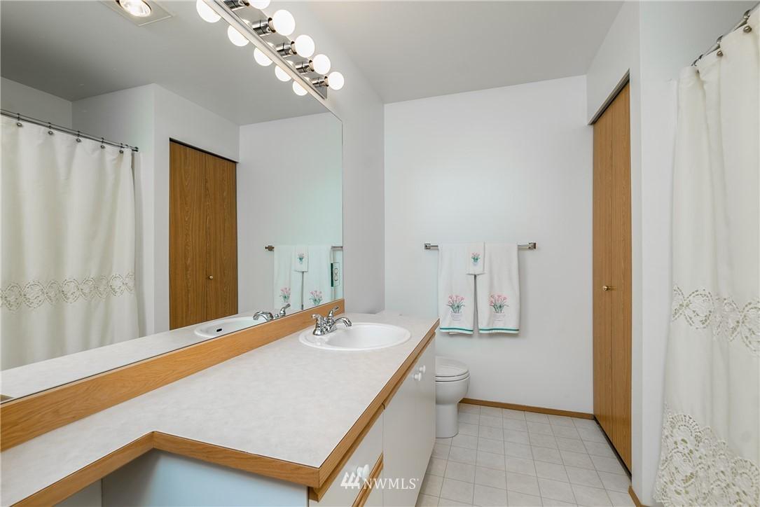 Sold Property | 23112 59th Place S #15-1 Kent, WA 98032 16