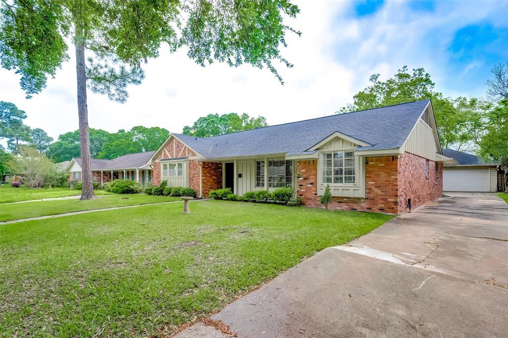 Active | 5211 Hummingbird Street Houston, Texas 77035 2