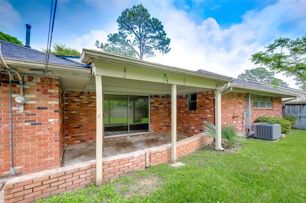 Active | 5211 Hummingbird Street Houston, Texas 77035 31