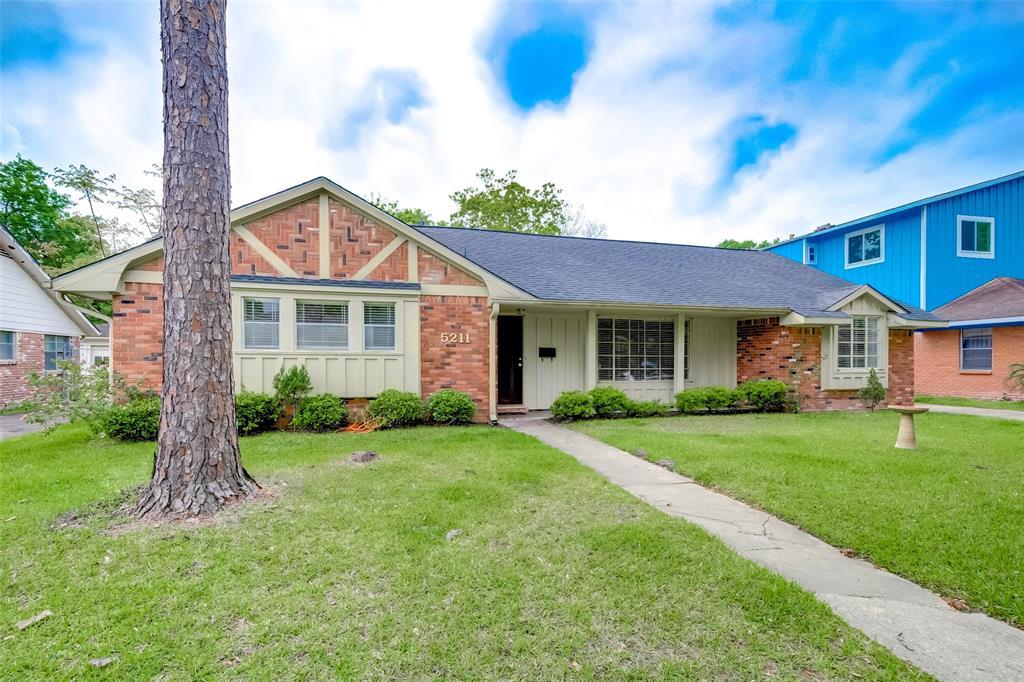 Active | 5211 Hummingbird Street Houston, Texas 77035 4