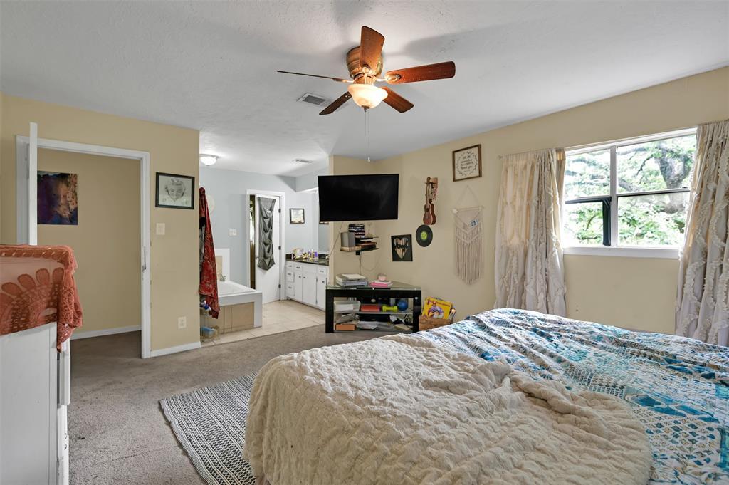 Active   400 Shadywood Circle Conroe, Texas 77304 19