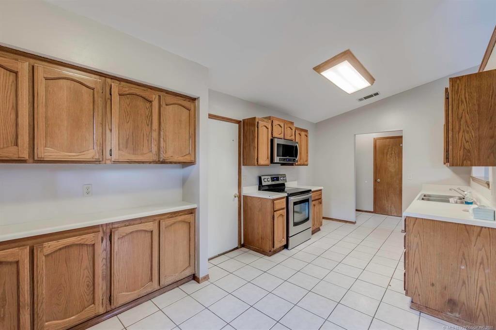 Off Market   8914 N 119th East Avenue Owasso, Oklahoma 74055 12