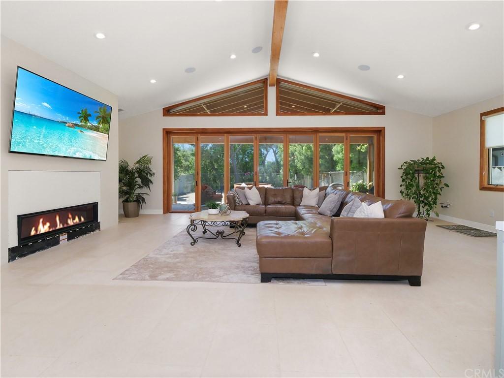 Active | 19 Dapplegray Lane Rolling Hills Estates, CA 90274 3