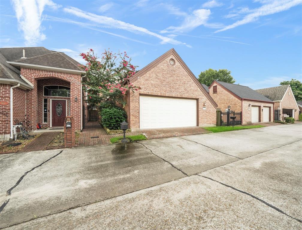 Active | 7659 Ameswood Road Houston, Texas 77095 27
