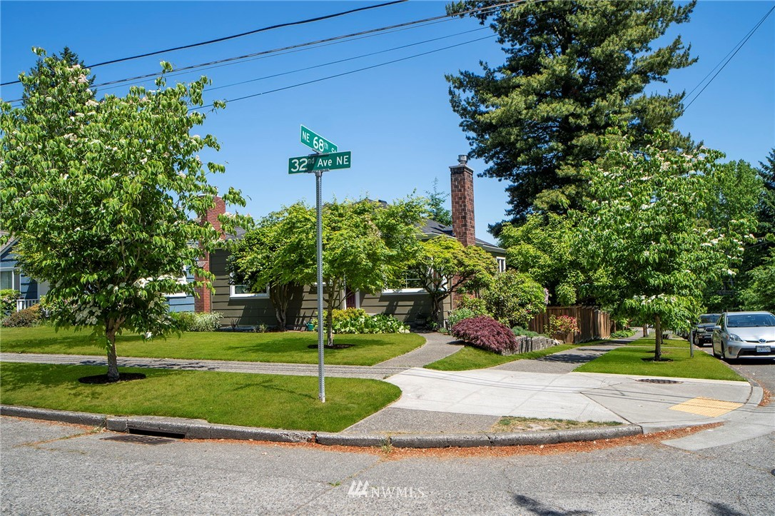 Active | 6802 32nd Avenue NE Seattle, WA 98115 37