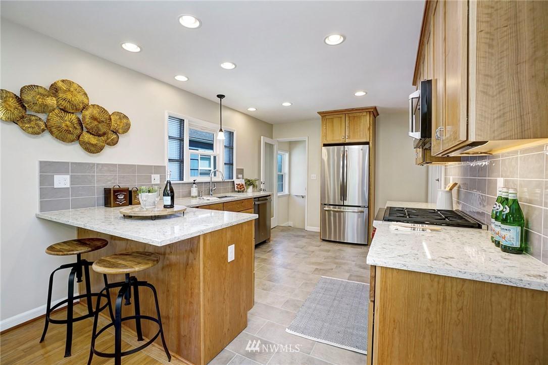 Active | 6802 32nd Avenue NE Seattle, WA 98115 10