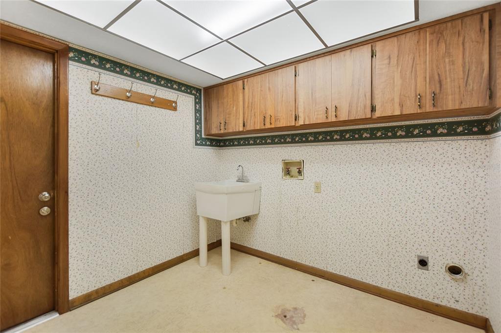 Pending | 8402 VALRIE LANE RIVERVIEW, FL 33569 33