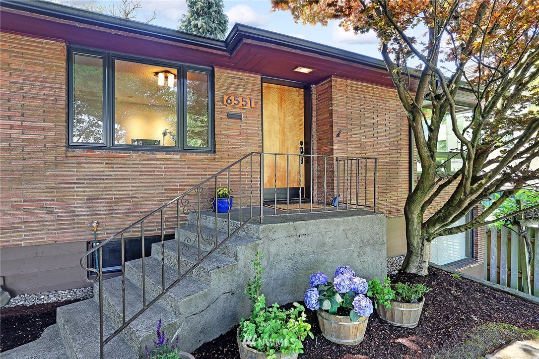 Active | 6551 35th Avenue SW Seattle, WA 98126 30
