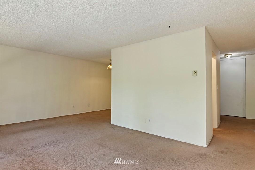 Pending   13433 Roosevelt Way N #106 Seattle, WA 98133 5