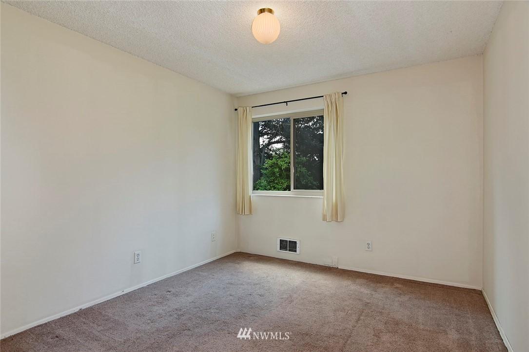 Pending   13433 Roosevelt Way N #106 Seattle, WA 98133 15
