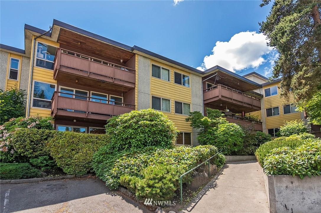 Pending   13433 Roosevelt Way N #106 Seattle, WA 98133 19