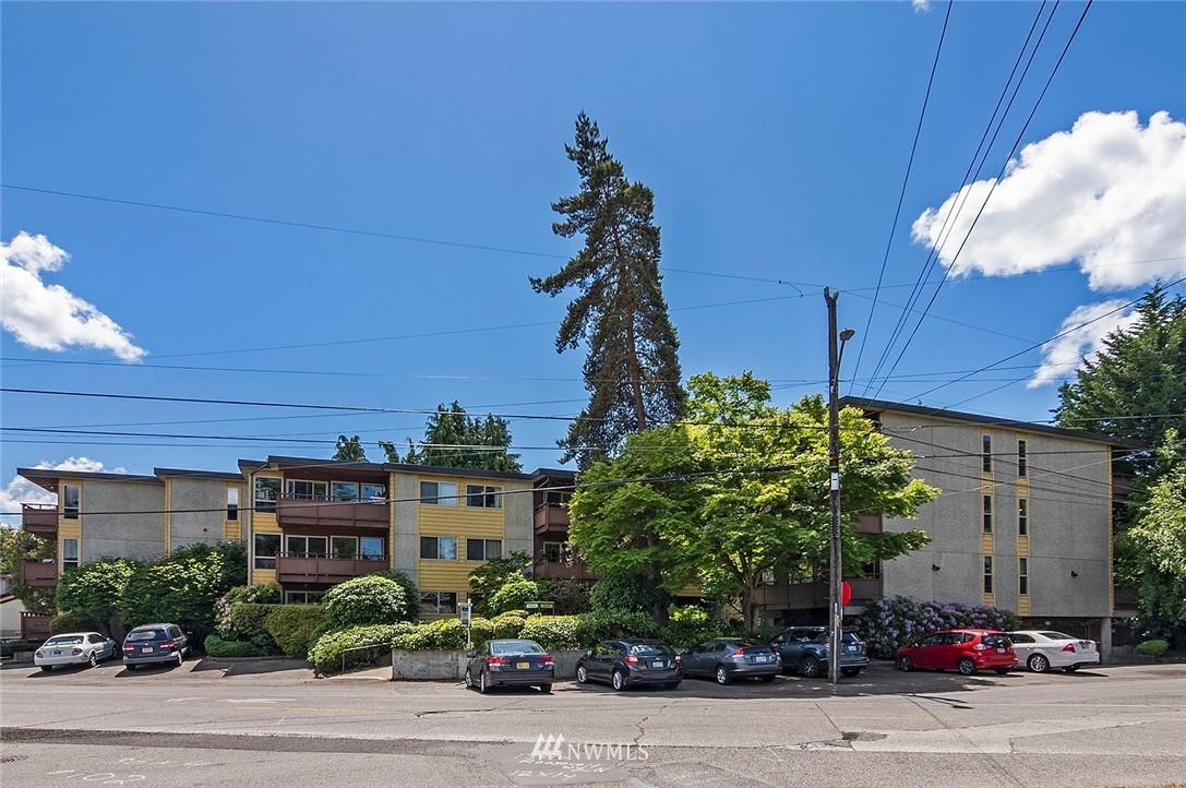 Pending   13433 Roosevelt Way N #106 Seattle, WA 98133 20