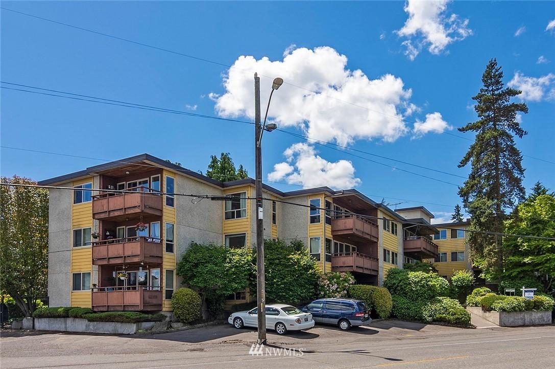 Pending   13433 Roosevelt Way N #106 Seattle, WA 98133 21
