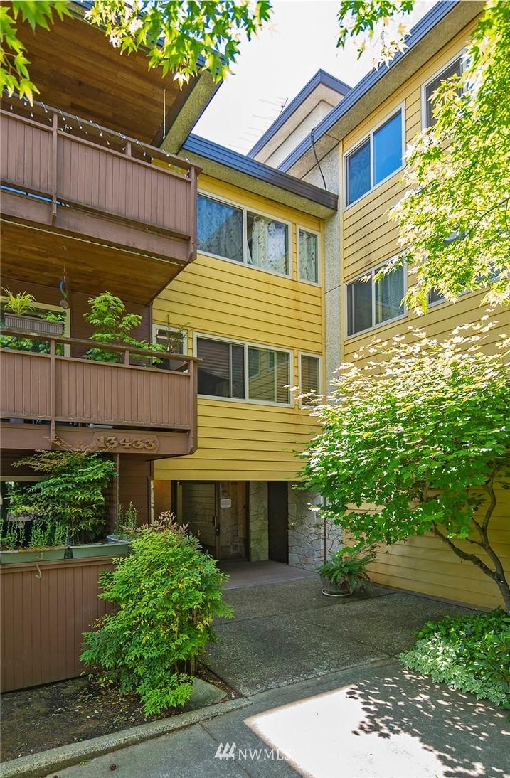 Pending   13433 Roosevelt Way N #106 Seattle, WA 98133 22