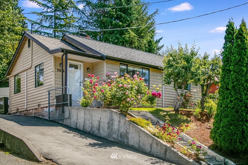 Active | 11232 Crestwood Drive S Seattle, WA 98178 1