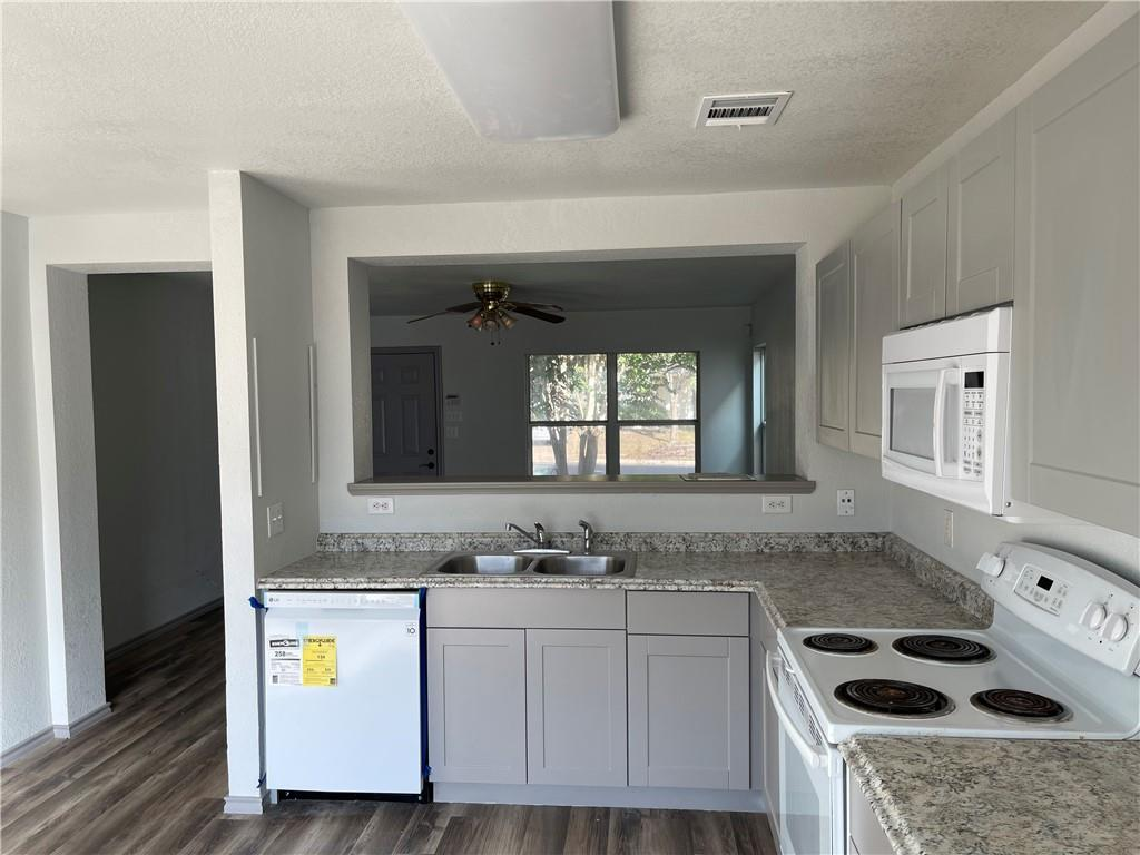 Active | 5612 Man O War Stretch Drive Del Valle, TX 78617 5