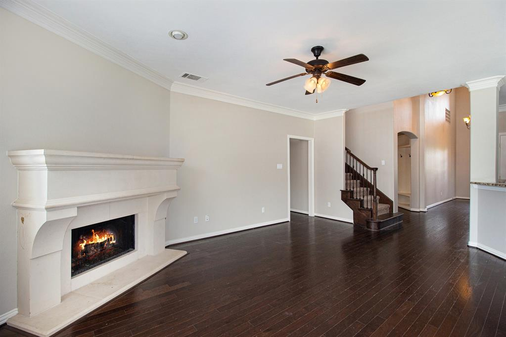Pending   35 Winhall Place The Woodlands, Texas 77354 9