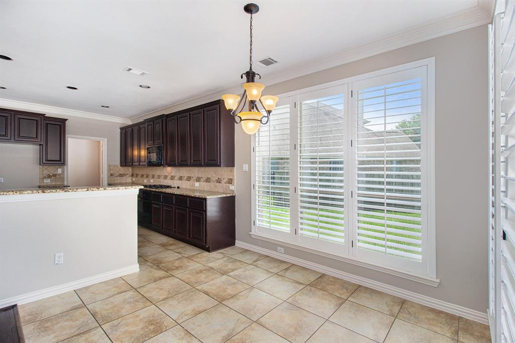 Pending   35 Winhall Place The Woodlands, Texas 77354 13