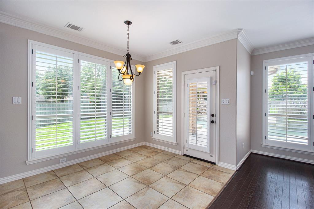 Pending   35 Winhall Place The Woodlands, Texas 77354 14