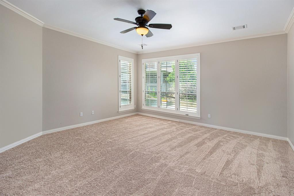 Pending   35 Winhall Place The Woodlands, Texas 77354 15
