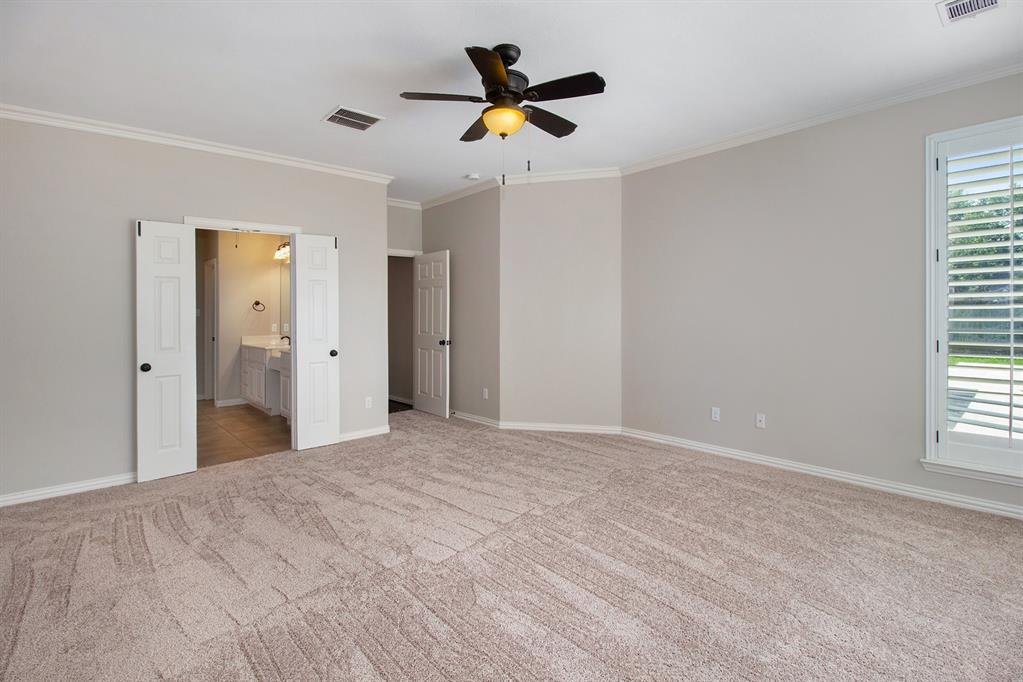 Pending   35 Winhall Place The Woodlands, Texas 77354 16