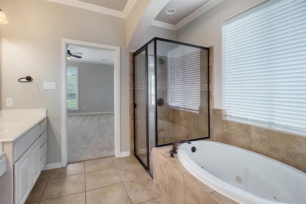 Pending   35 Winhall Place The Woodlands, Texas 77354 17