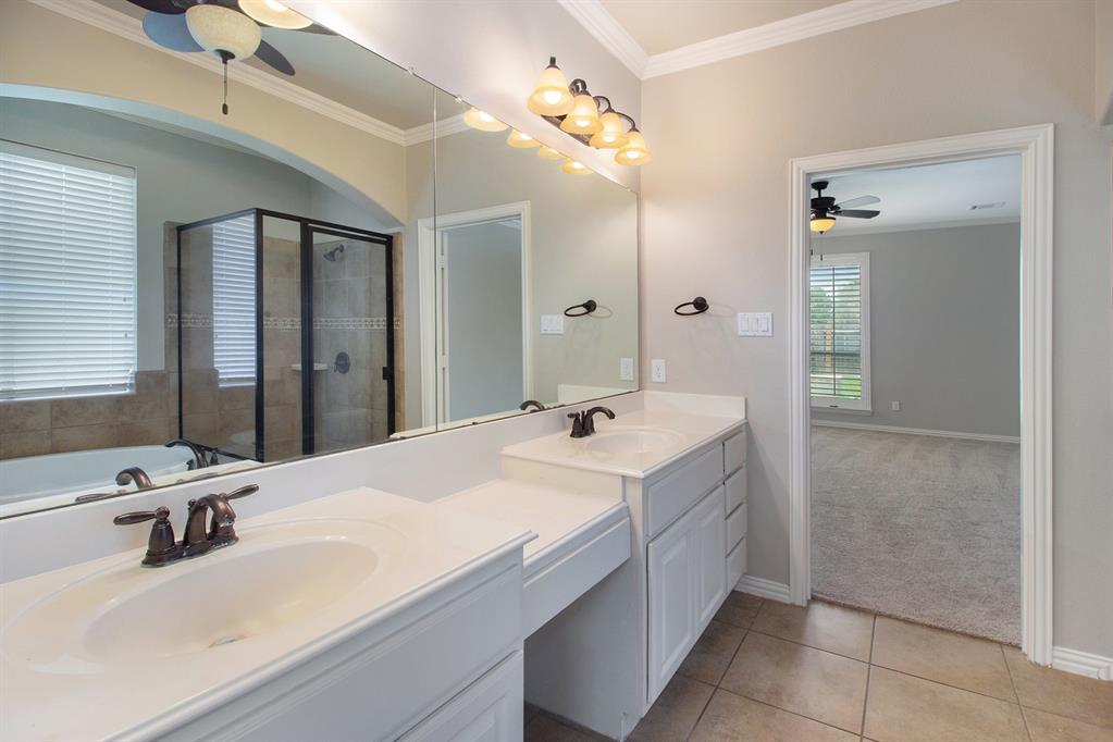 Pending   35 Winhall Place The Woodlands, Texas 77354 18