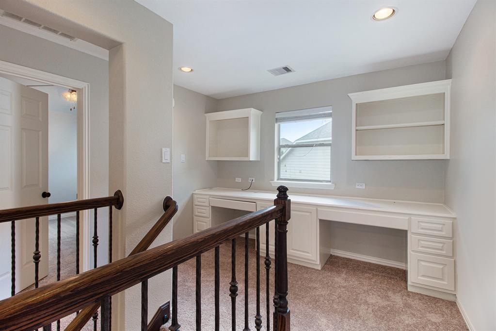 Pending   35 Winhall Place The Woodlands, Texas 77354 21