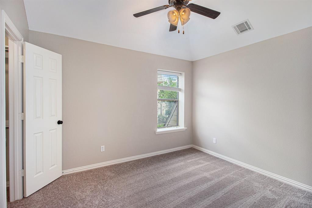 Pending   35 Winhall Place The Woodlands, Texas 77354 22