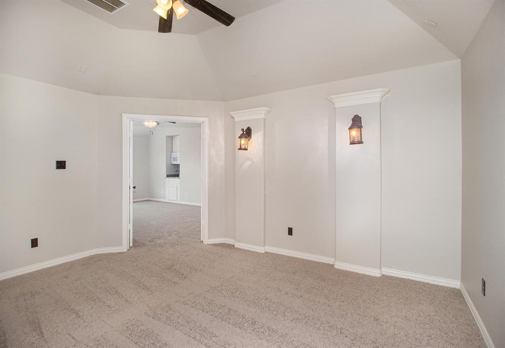 Pending   35 Winhall Place The Woodlands, Texas 77354 26