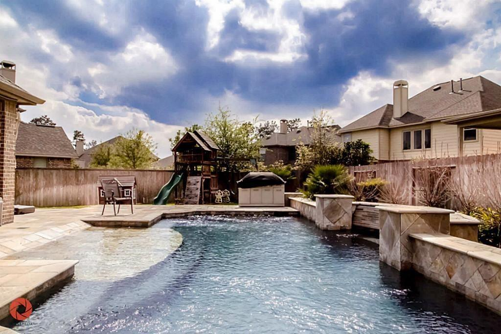 Pending   35 Winhall Place The Woodlands, Texas 77354 2