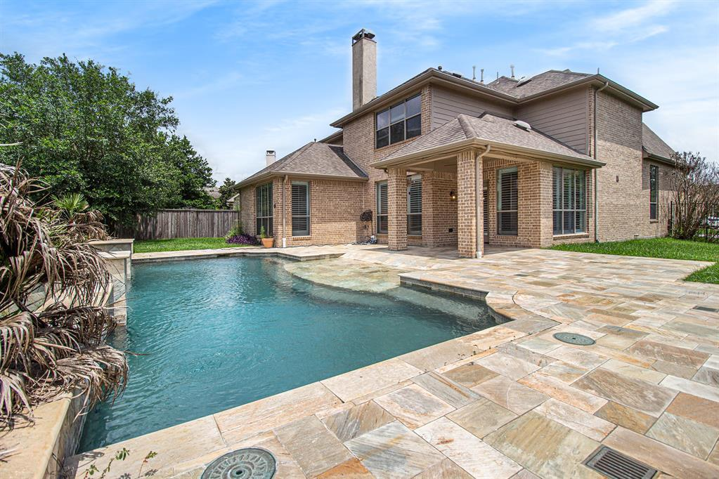 Pending   35 Winhall Place The Woodlands, Texas 77354 29