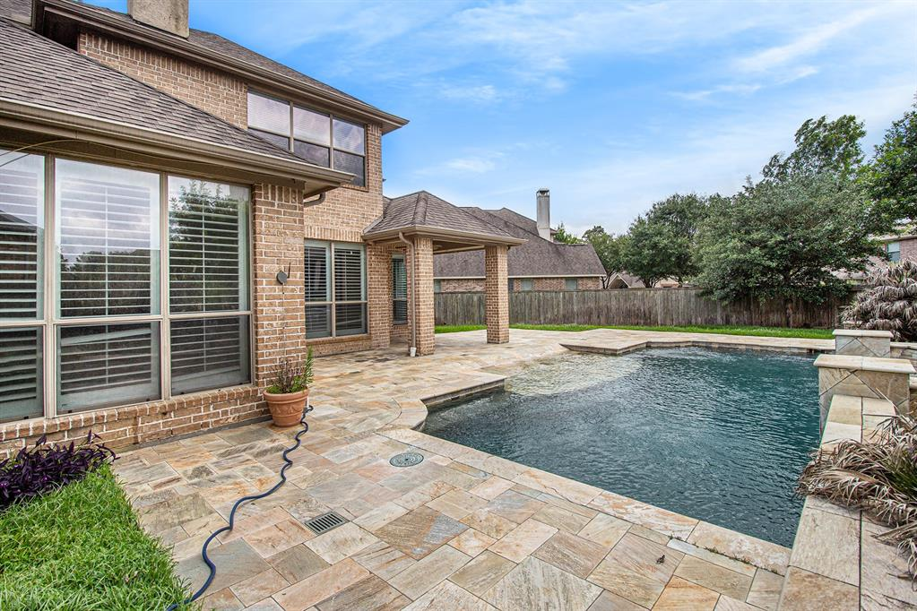 Pending   35 Winhall Place The Woodlands, Texas 77354 30